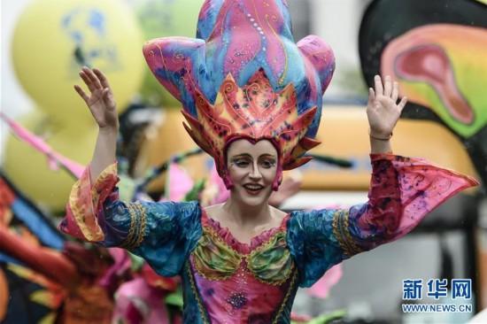 柏林举行狂欢节大游行