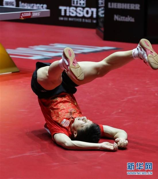 世乒赛:马龙4-3战胜队友樊振东夺冠