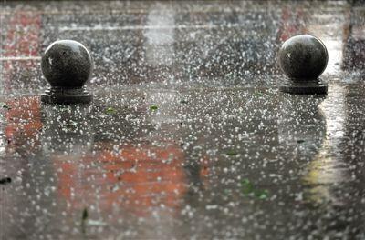 宁夏部分地区突遭暴雨冰雹袭击