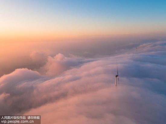 荆门圣境山现壮观瀑布云