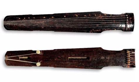 """唐""""金声""""仲尼式古琴 通长:120.6 cm: 肩宽:20.5 cm: 尾宽:14.2 cm"""