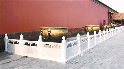 """故宫回应""""更换汉白玉栏杆"""":可防游客触摸文物"""