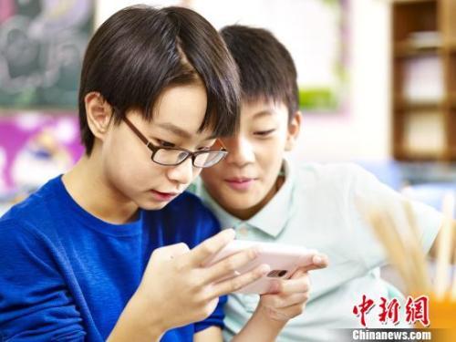 中小学生砸钱追热门网游 未成年人网游行为如何监管