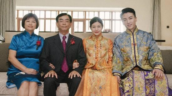 杨子珊嫁人,粉色嫁衣惹争议,不穿红色嫁衣的女星都有谁?