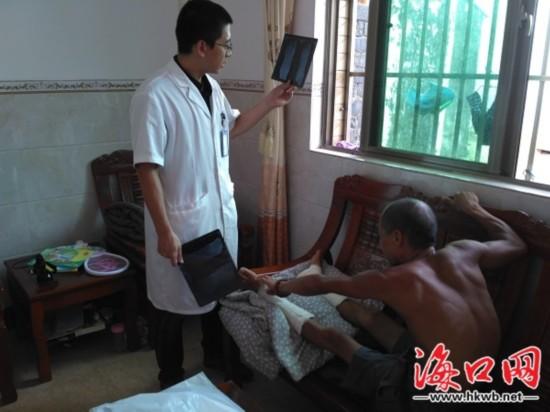 海口医疗志愿者进乡村村民家门口接受服务