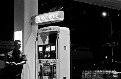 北京加油站首现101号汽油 加油车辆多为豪华跑车 专家认为车主不必过于追求高标号油品