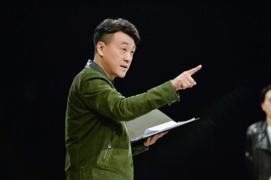 """何冰首度参加真人秀 当场揭穿""""假晕""""选手"""