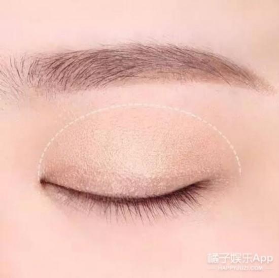 """赵丽颖被捏脸惹人爱,小圆脸""""妆""""出美丽"""