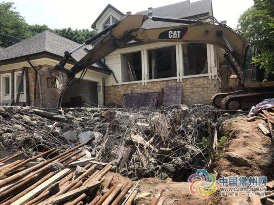 """常州一顶尖""""富人区""""违建:扩建地下室被拆除"""