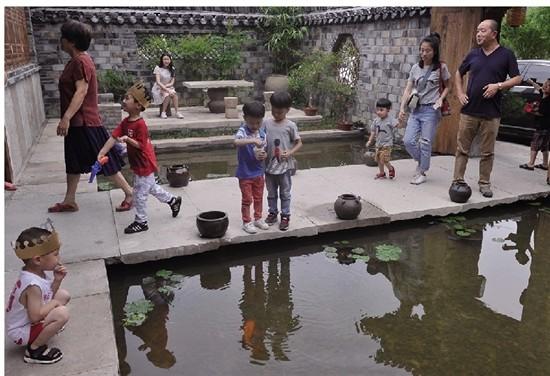 """金华1农村公厕成""""网红"""" 不少游客慕名而来"""