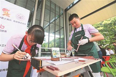 南京办青少年DIY创意木工大赛小创客们展风采