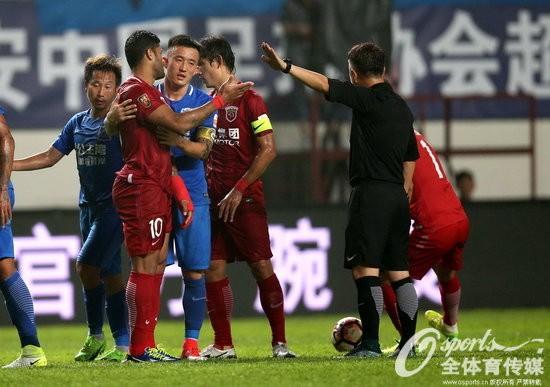 2017年6月18日,2017年中超联赛第13轮,广州富力1:1平上海上港,双方在场上爆激烈冲突。