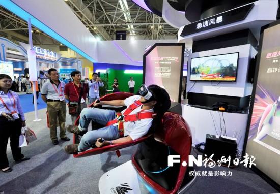 """""""6・18""""展馆尽吹VR风 学车踢球都可用上VR技术"""