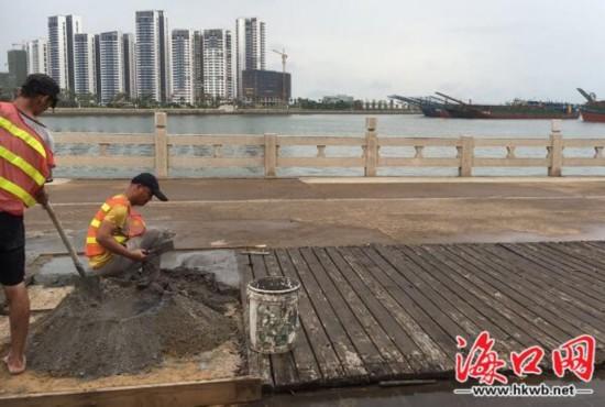 海口湾休闲区木板路多处损毁 目前已修缮完毕