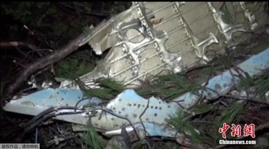 据土耳其媒体报道称,叙利亚一反对派武装声称3月4日在叙北部伊德利卜击落一架叙空军米格-23战斗机,战斗机坠落在土东南部哈塔伊省。(视频截图)