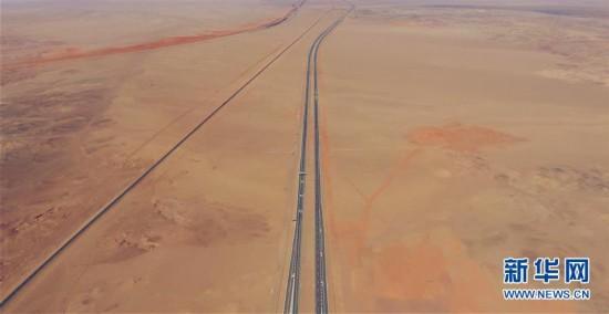 世界上最长的穿越沙漠高速公路