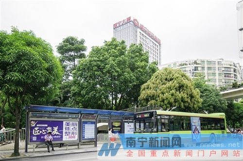 南宁30个公交站点将变新模样 重点解决不通电问题