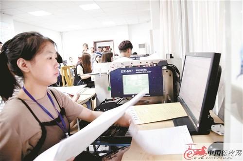 徐州中考试卷开始阅卷 30万份答题卡2天扫描完