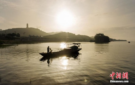 鄱阳湖结束春季禁渔 湖面一片繁忙