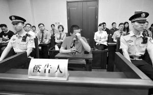 男子持刀抢劫刺伤江苏省人医专家 获刑9年