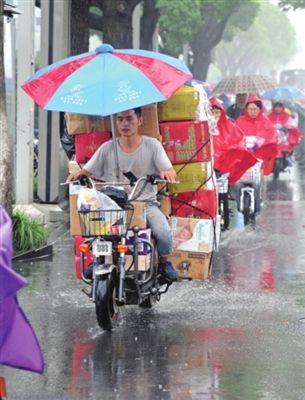 苏州市容市政部门24小时值班应对强降雨