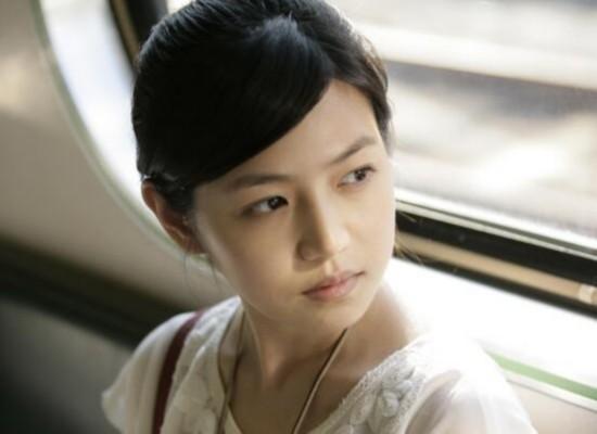 双全!陈妍希思念少女a少女甜笑当妈后更诗句俏的现身女生机场图片
