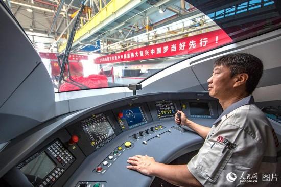 """中国标准动车组命名""""复兴号"""" 26日正式双向首发"""