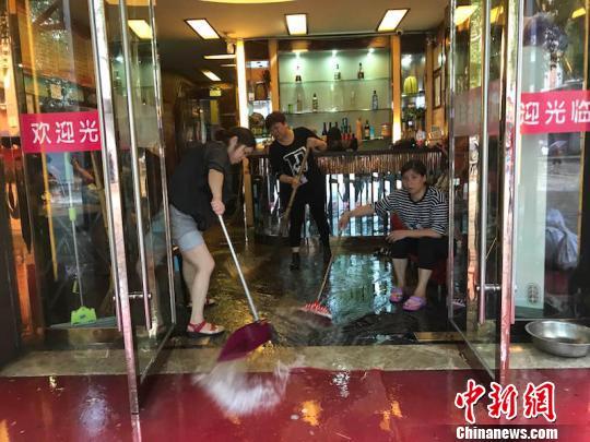 浙江遭暴雨侵袭钱塘江流域暴发建国后第二大洪水