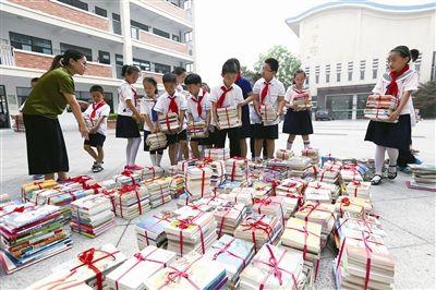 南通海门20余万册爱心图书捐赠新疆伊宁