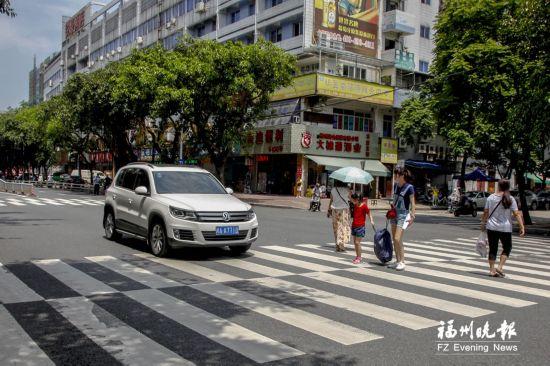 福州公交斑马线礼让今日落实 市民建议借鉴杭州