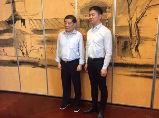 宗庆后密会刘强东化学反应 想通了 再试零售