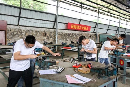 江州区:农民工技能大赛展风采