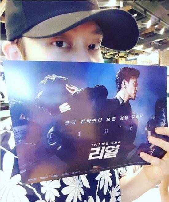 Super Junior希澈应援金秀贤雪莉 晒观看《Real》认证照(图)