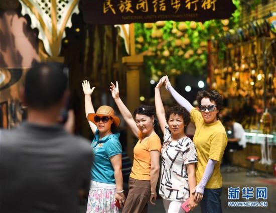 (社会)(4)新疆国际大巴扎旅游日渐升温