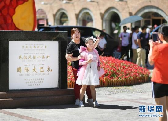 (社会)(2)新疆国际大巴扎旅游日渐升温