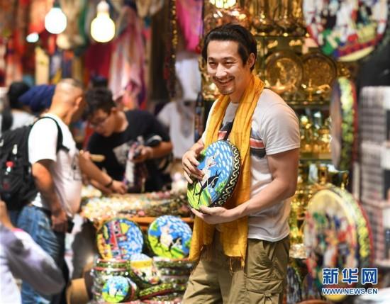 (社会)(1)新疆国际大巴扎旅游日渐升温