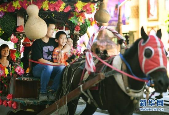 (社会)(3)新疆国际大巴扎旅游日渐升温