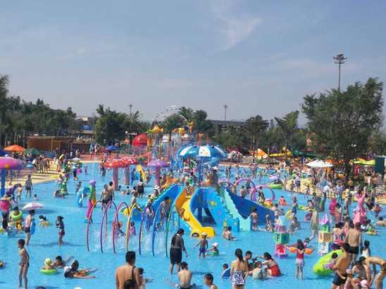 云南旅游新热点:弥勒湖泉温泉水世界