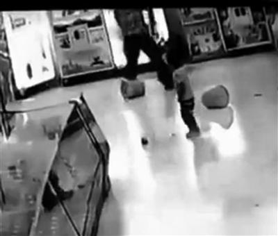 宿迁沭阳男子暴打女儿视频热传 当事人被拘留