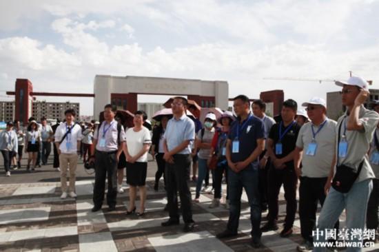 山丹县领导与2017年台胞青年夏令营北京分营营员参观正在建设中的培黎国际职业学院
