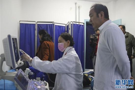 (新华网)内地医疗专家赴西藏义诊赠药