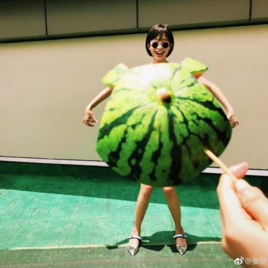 蔬菜水果也能当衣服 张俪巧玩创意过盛夏