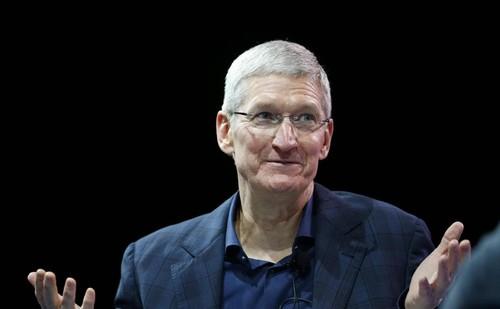 其实苹果这一举动并不会给社交平台带来太大的损失,因为这些平台会把成本转嫁到消费者身上,比如礼物价钱更高,同样的价格只能买到过去的一半等等。很多网友认为苹果已经开始了自己的作死表演,中国用户离开iPhone并不会怎样。目前苹果智能手机在中国的销量大幅暴跌了四分之一,和过去相比,中国消费者不再盲目崇拜苹果的品牌魅力,而是更加信任华为、OPPO、VIVO、小米等国产机型。