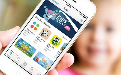 """一些社交应用公司认为苹果关闭打赏功能的策略是一种强迫手段。有两家公司的首席执行官表示,苹果告诉他们,如果拒绝改变,则其应用的升级版本将不再可供用户使用,甚至有可能被踢出应用商店。为此,微信关闭公众号打赏功能,而知乎发布公告称""""iOS 3.5.3版知乎APP更新之后,专栏赞赏功能将介入IAP付费机制,苹果将从中扣除32%作为手续费,用户只能获得剩下的68%的赞赏分成""""。"""