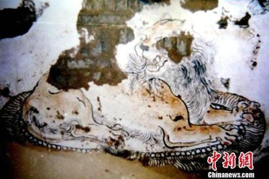 南壁绘制的卧狮。陕西省考古研究院供图