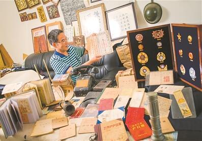 胡剑明收藏了许多和公安相关的物件