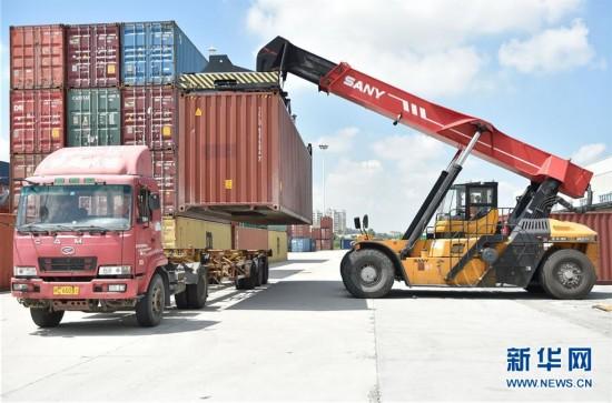 福建泉州:创新服务打造陆地大港