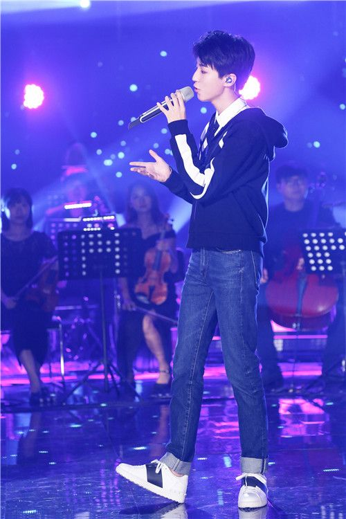 """《我想和你唱》迎来史上最大悬念 王俊凯亮相遭""""哄抢"""""""