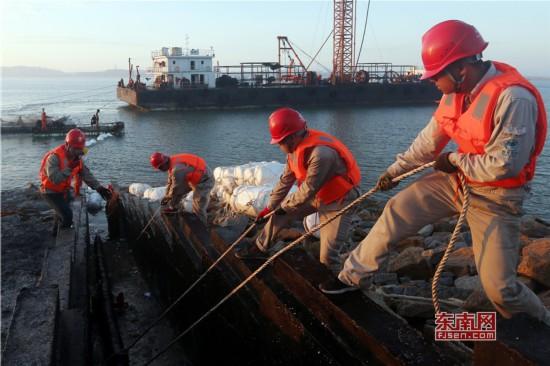 福建湄洲岛首条110千伏海底电缆敷设完成
