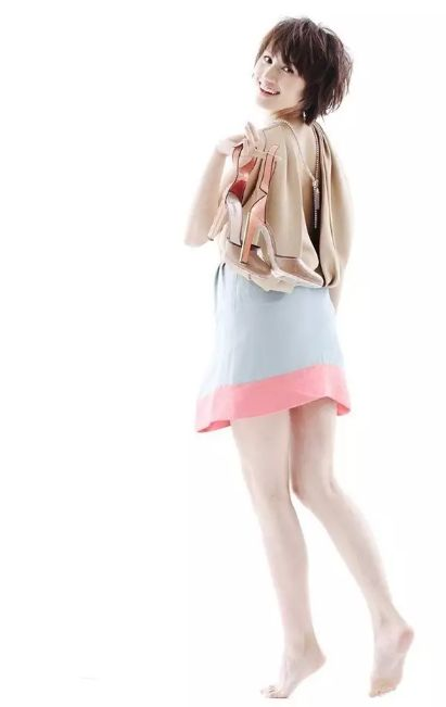 难怪在《我的前半生》中靳东爱了她十年,这双美腿和杨幂唐嫣有一比